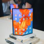我们摸到了新华为折叠手机,8 个月后它变在哪?